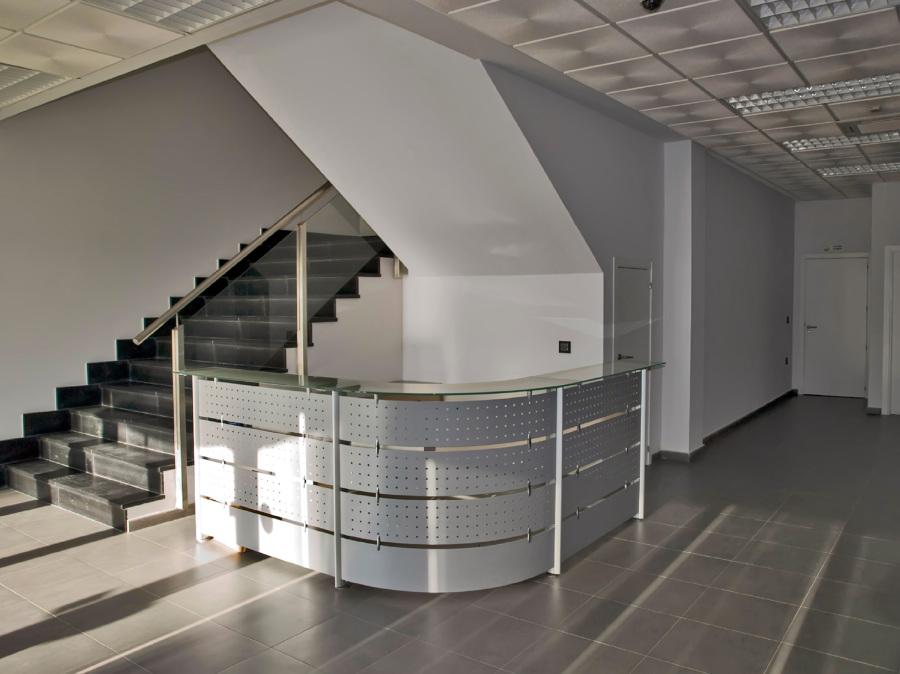 Recepción en edificio de oficinas