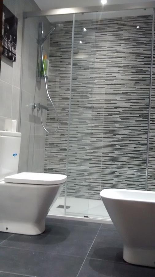 Reformas Baños Huelva:Cambio de bañera por plato de ducha, tuberias , mueble, sanitrios