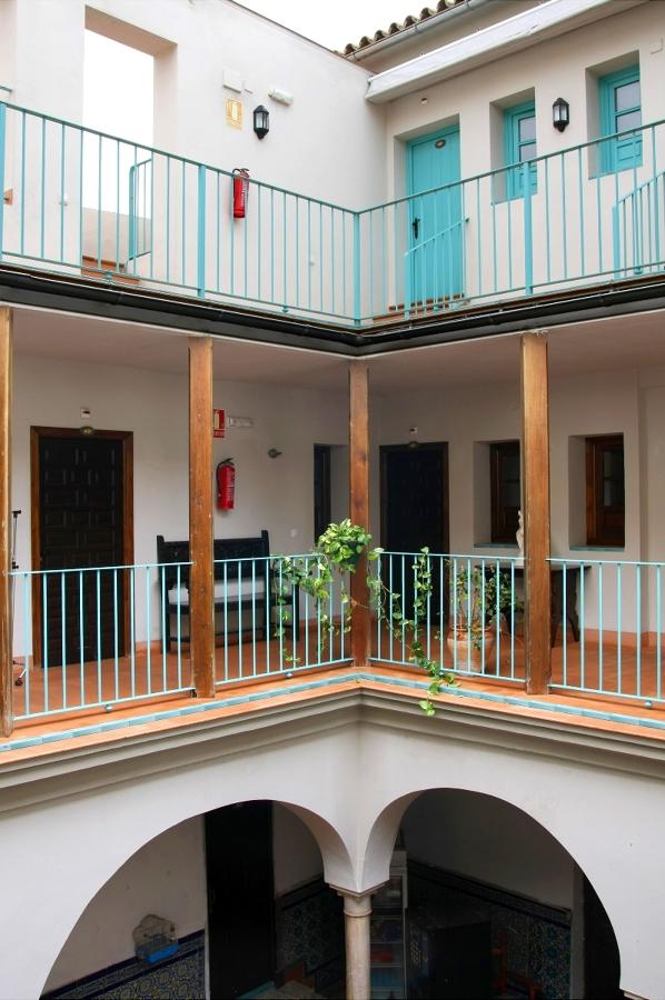 Reforma casa patio para Hostal