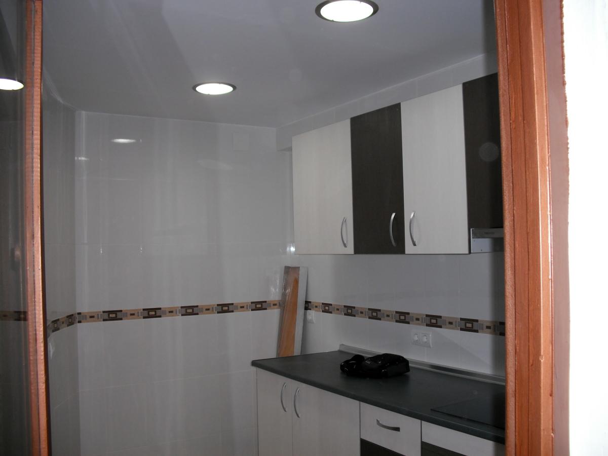 Foto reforma completa de cocina de f b servicios y - Presupuesto cocina completa ...