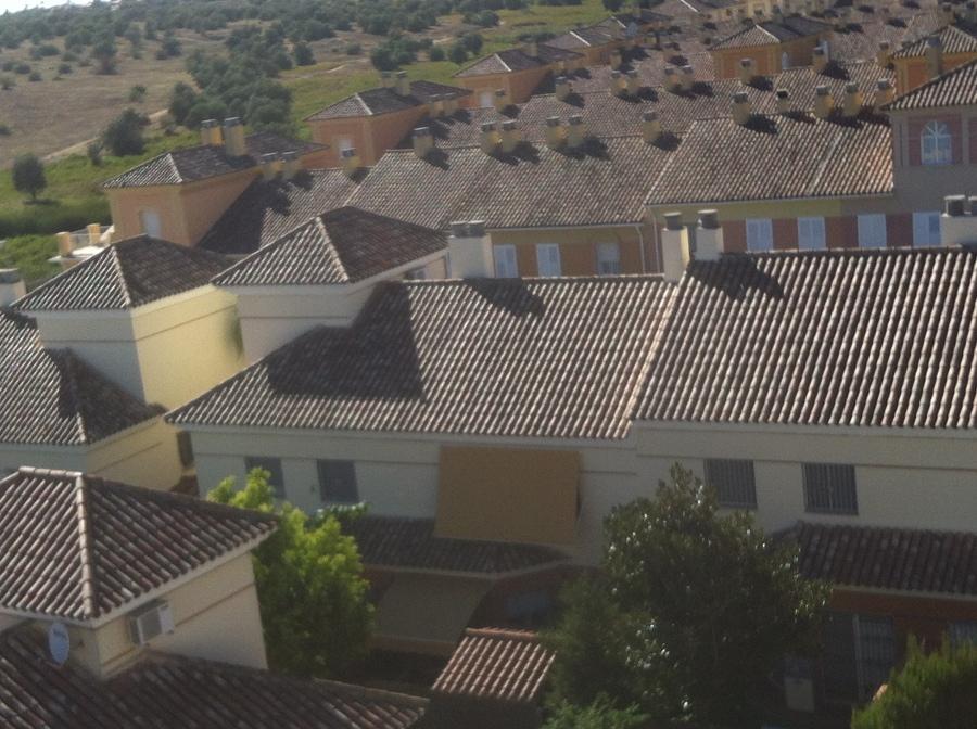 Foto reforma de 60 viviendas en tomares sevilla de grupo for Piscina cubierta tomares