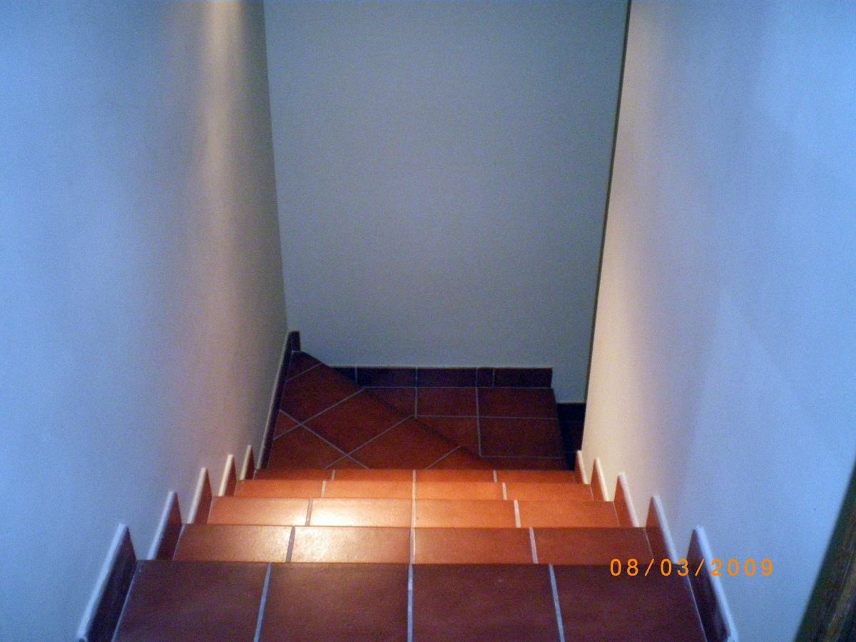 Foto reforma de alicatado de escaleras de constru - Reformas de escaleras ...