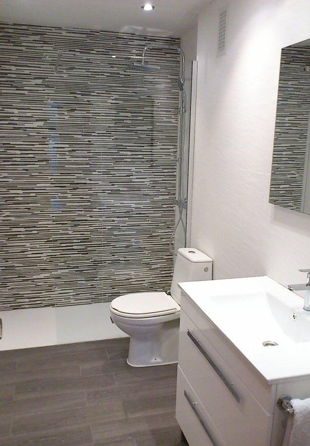 Foto reforma de ba o integral con cambio de ba era a - Azulejos para duchas ...
