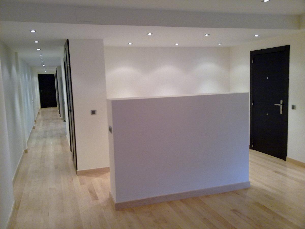 Foto reforma de divisi n entre hall de entrada y salon en for Entradas de pisos