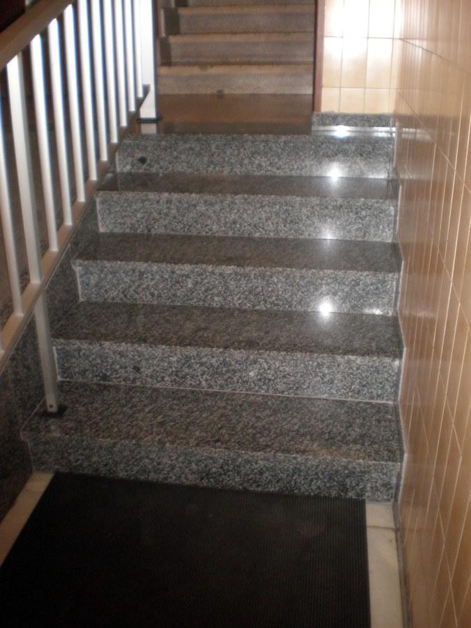 Foto reforma de escaleras de corema construcciones - Reformas de escaleras ...