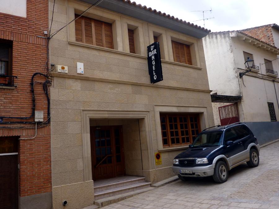 Foto reforma de fachada con aplacado de piedra de construcciones y contratas carbo s l - Aplacado piedra fachada ...