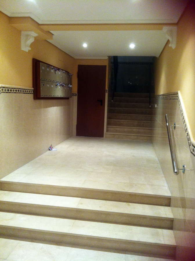 Foto reforma de portal de marmol de construcciones y - Portal de reformas ...