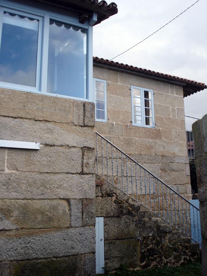 Reforma de vivienda unifamiliar preexistente en Aldán, Pontevedra.