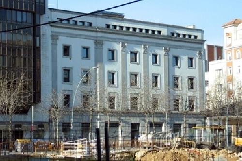 Foto reforma edificio para oficinas girona de iban roca for Oficina de extranjeria girona