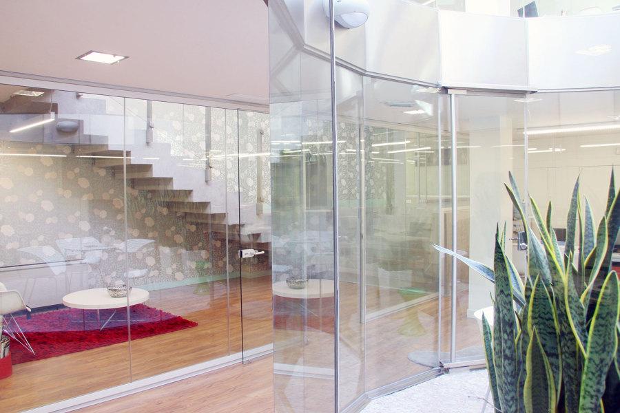 Foto reforma en oficinas en valencia lucernario de acasa for Oficinas ibercaja valencia