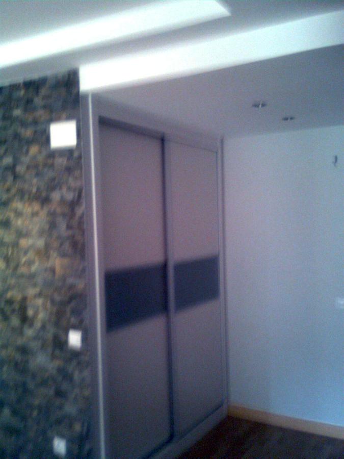 Foto armario empotrado en pasillo de ioan robert hotea - Armario pasillo ...