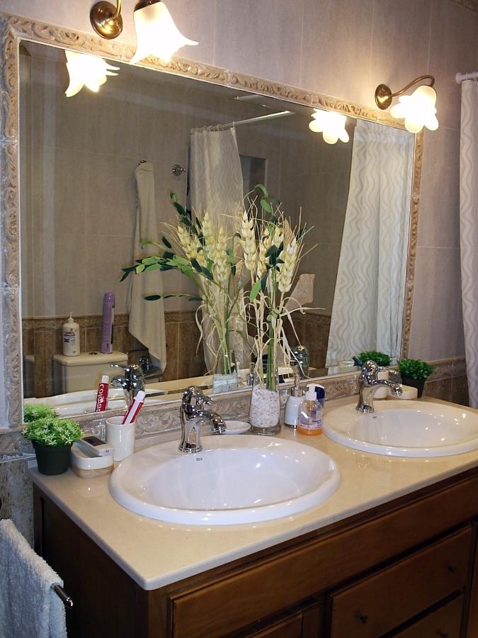 reforma terminada de un baño completo .