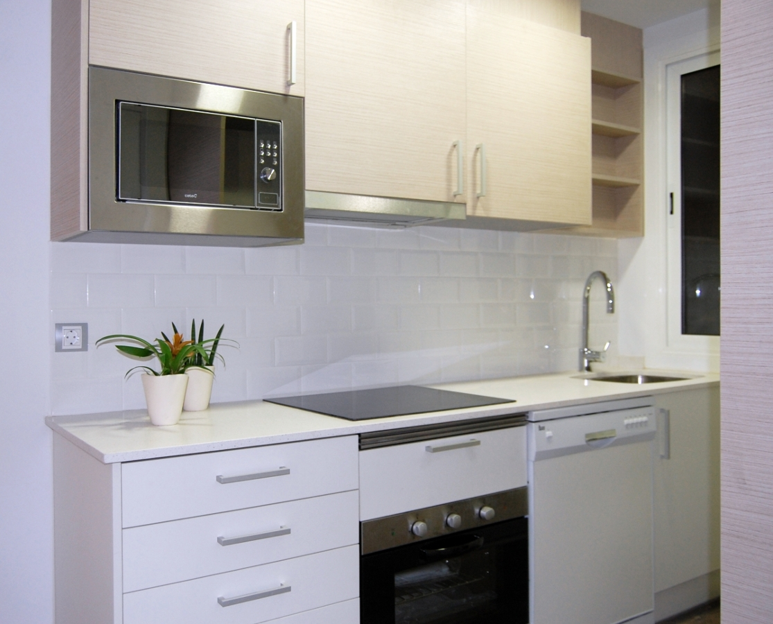 Foto reformas de cocinas barcelona de intdecor grup - Reforma cocina barcelona ...