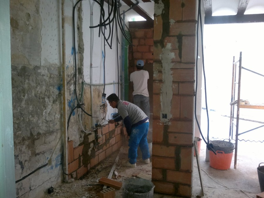 Refuerzo y instalaciones en vivienda antigua