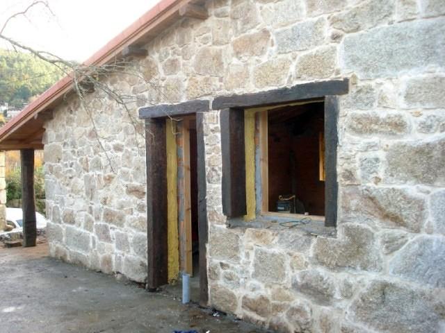 Foto rehabilitaci n de casa de piedra de construcciones a - Construccion casa de piedra ...