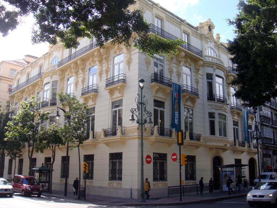 Foto rehabilitaci n edificio cajamar de pintura for Oficinas de cajamar en malaga