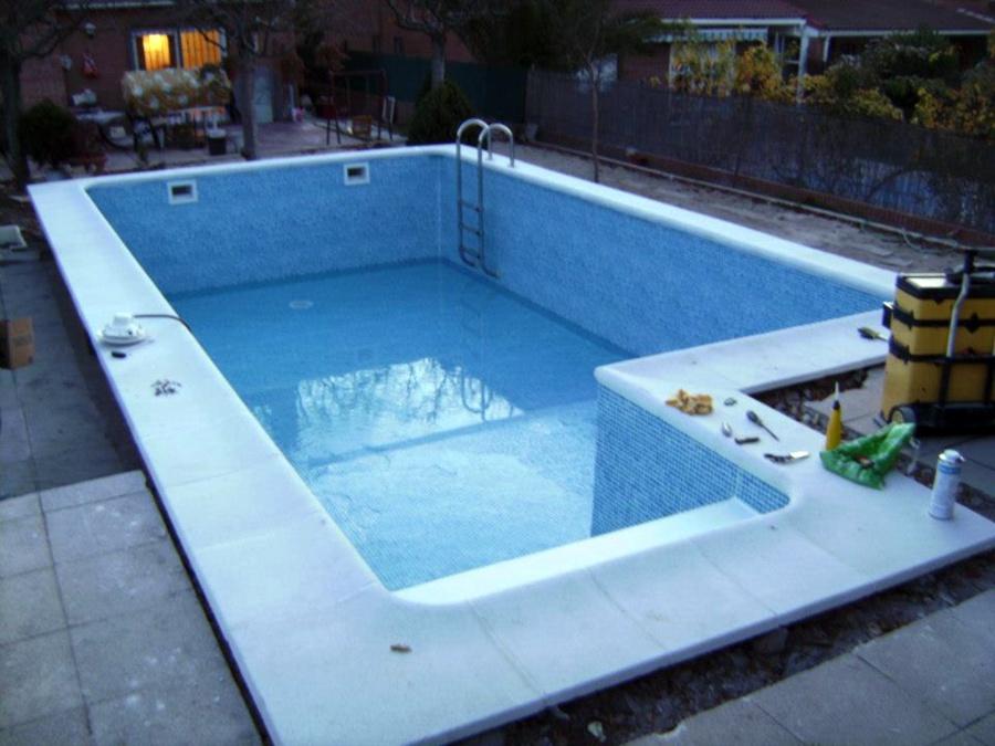 Foto rehabilitaci n piscina con l mina armada alkorplan for Lamina armada para piscinas precios