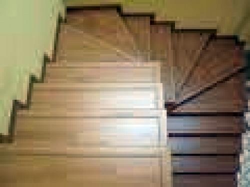 Remate de escalera de madera