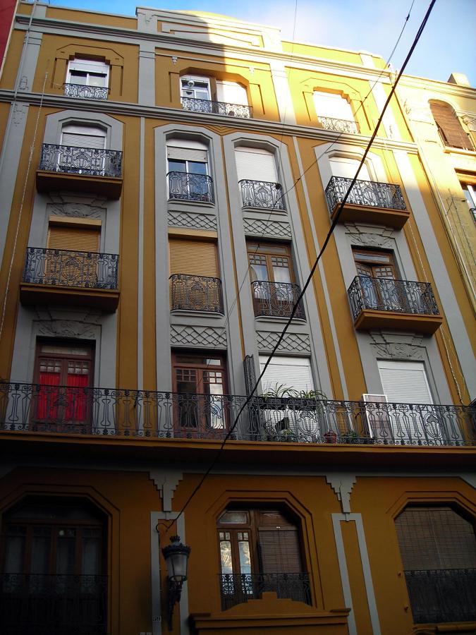Reparación de fachada protegida. Calle Cádiz. Valencia.