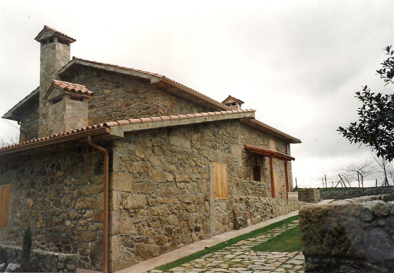 Foto restauraci n casa en irixoa de construcions e - Restauracion de casas ...
