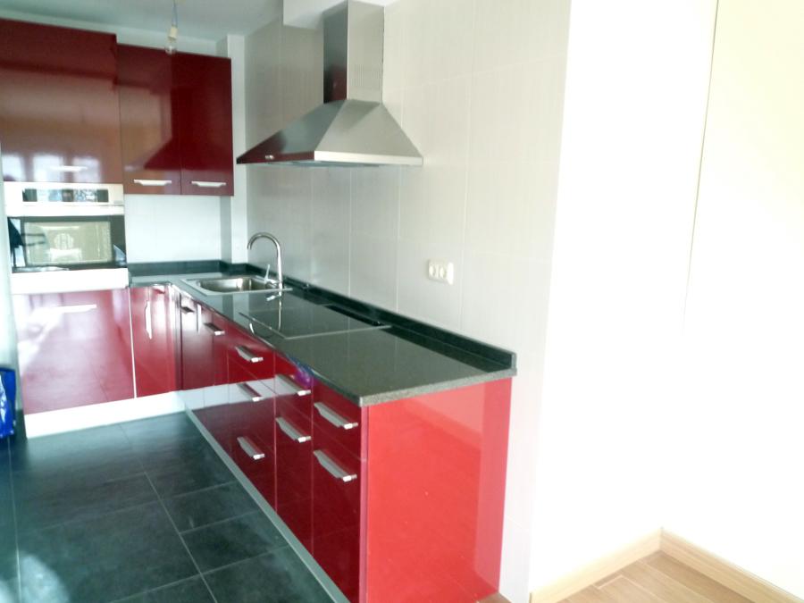 foto revestimiento con azulejo en paredes de cocina y