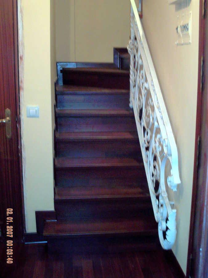 Foto revestimiento de escalera de adg suelos de madera 224723 habitissimo - Revestimiento para escaleras ...