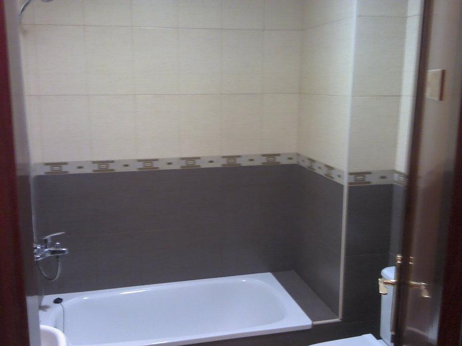 Foto revestimiento de paredes en ba o de for Revestimiento de banos