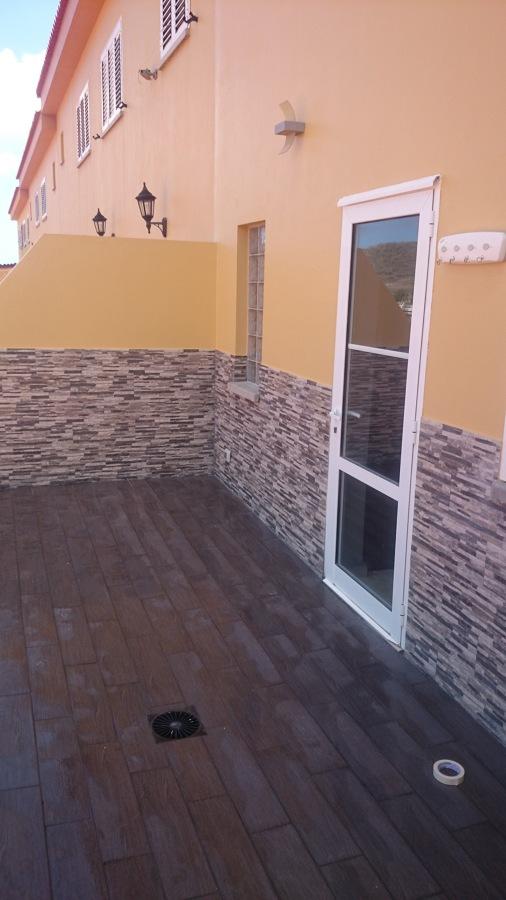 Revestimiento de paredes y piso en terraza