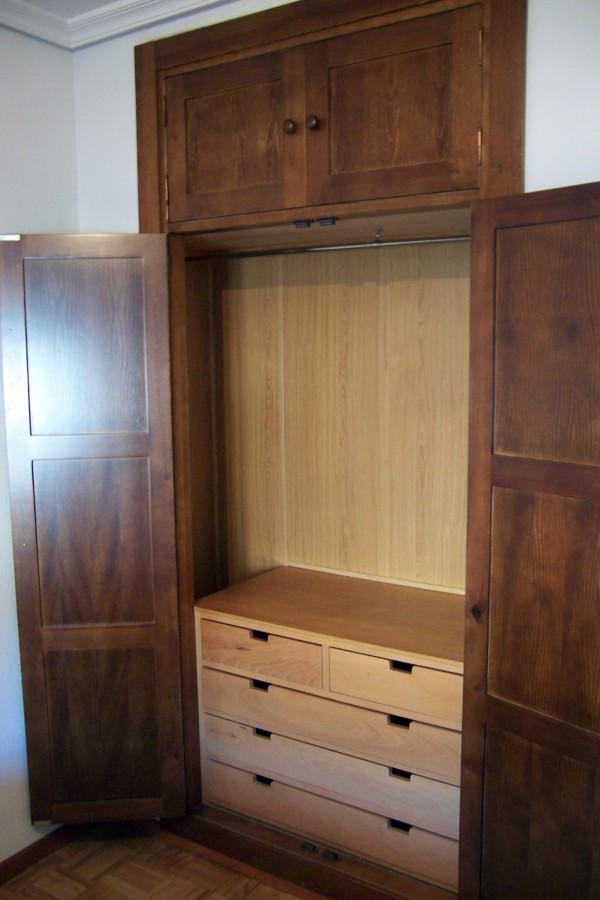 Foto revestimiento interior de armario de la alacena for Revestimiento de armarios empotrados