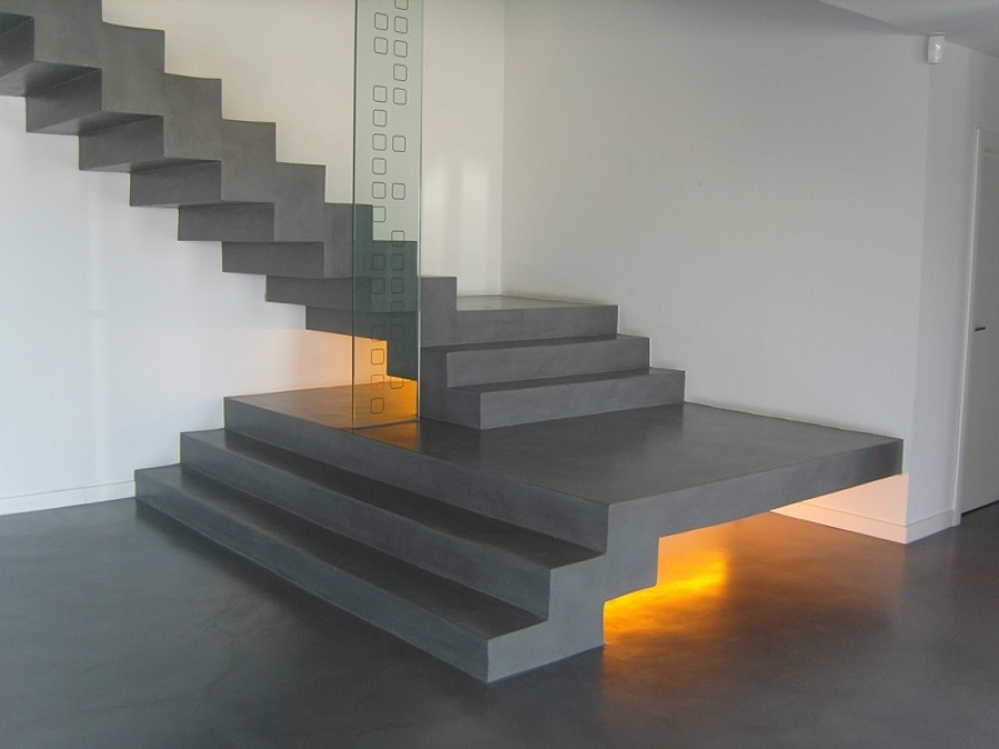 Foto revestimientos cementosos en suelos y escalera de Revestimiento de hormigon