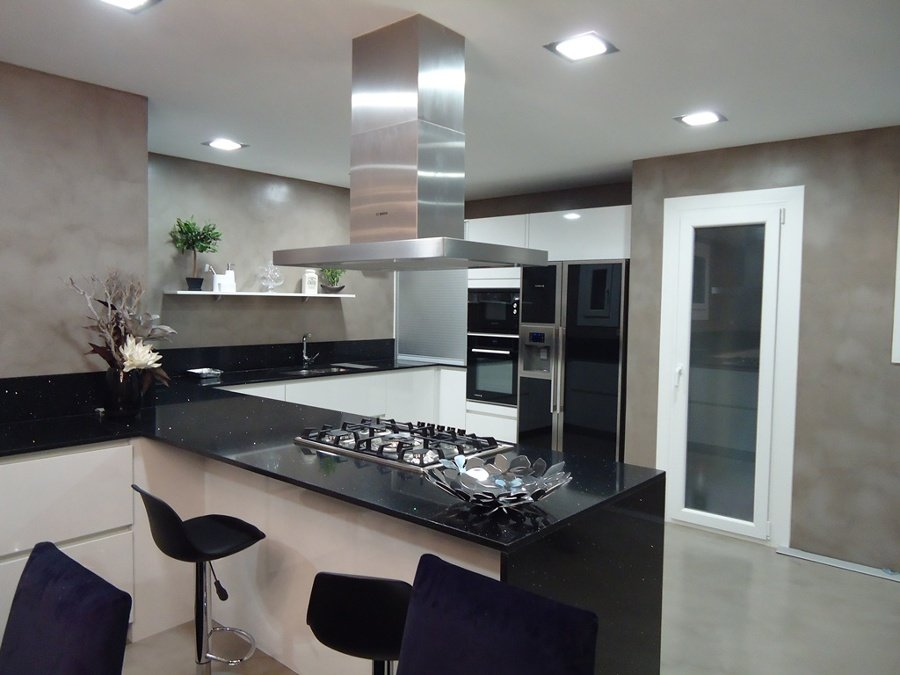 Foto revestimientos cementosos en suelos y paredes de cocina de ingremic 664228 habitissimo - Revestimiento pared cocina ...