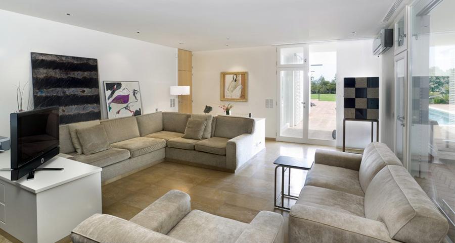 Foto sala de estar casa coderch de emili s nchez for Sala de estar casa