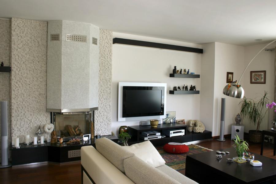 Foto sal n acogedor estilo moderno de reformainnova - Salones con estilo moderno ...