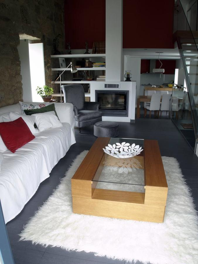 Foto sal n con chimenea de spa planeamento 379392 - Salon con chimenea ...