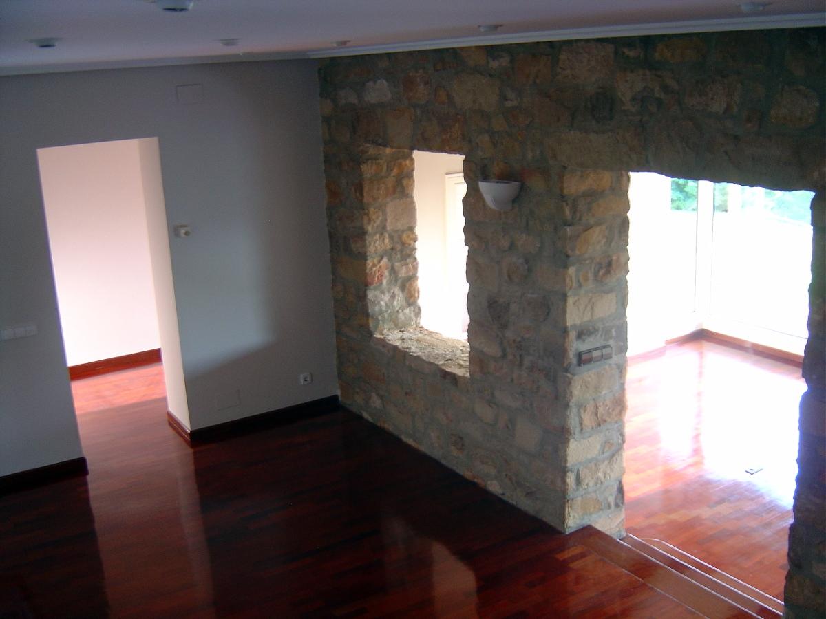 Foto salon en dos ambientes de finsa obras y servicios s - Salones con dos ambientes ...