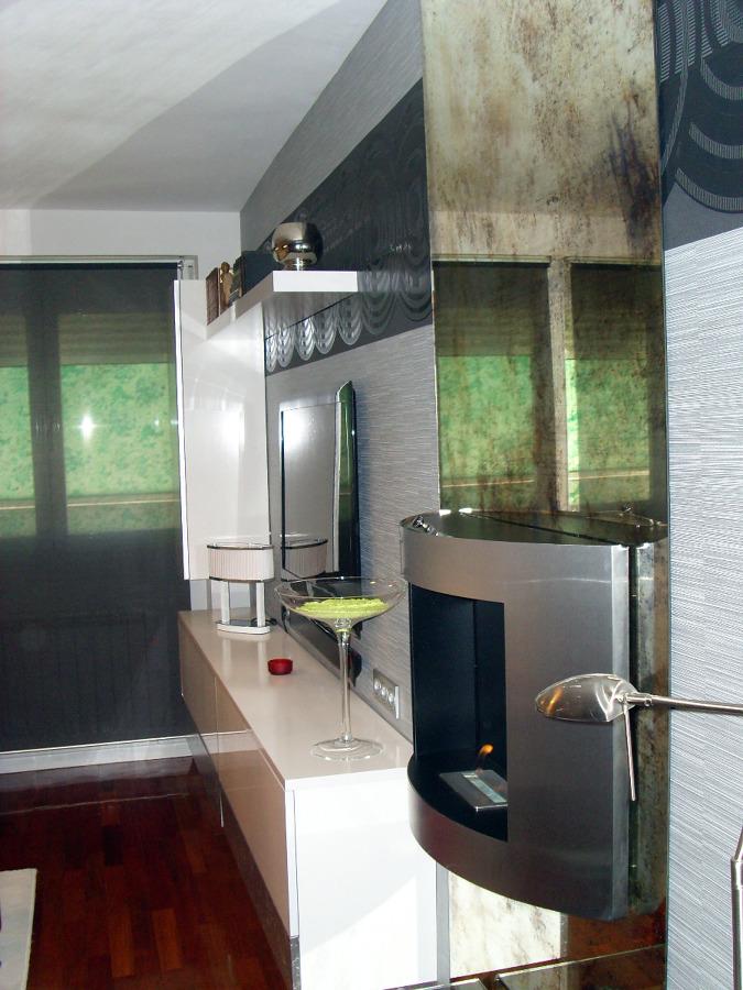 Foto sal n moderno con chimenea de mil tendencias 139362 - Decoradores en granada ...