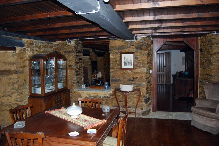 Foto sal n r stico de rehabitarte 453429 habitissimo for Visillos para salon rustico