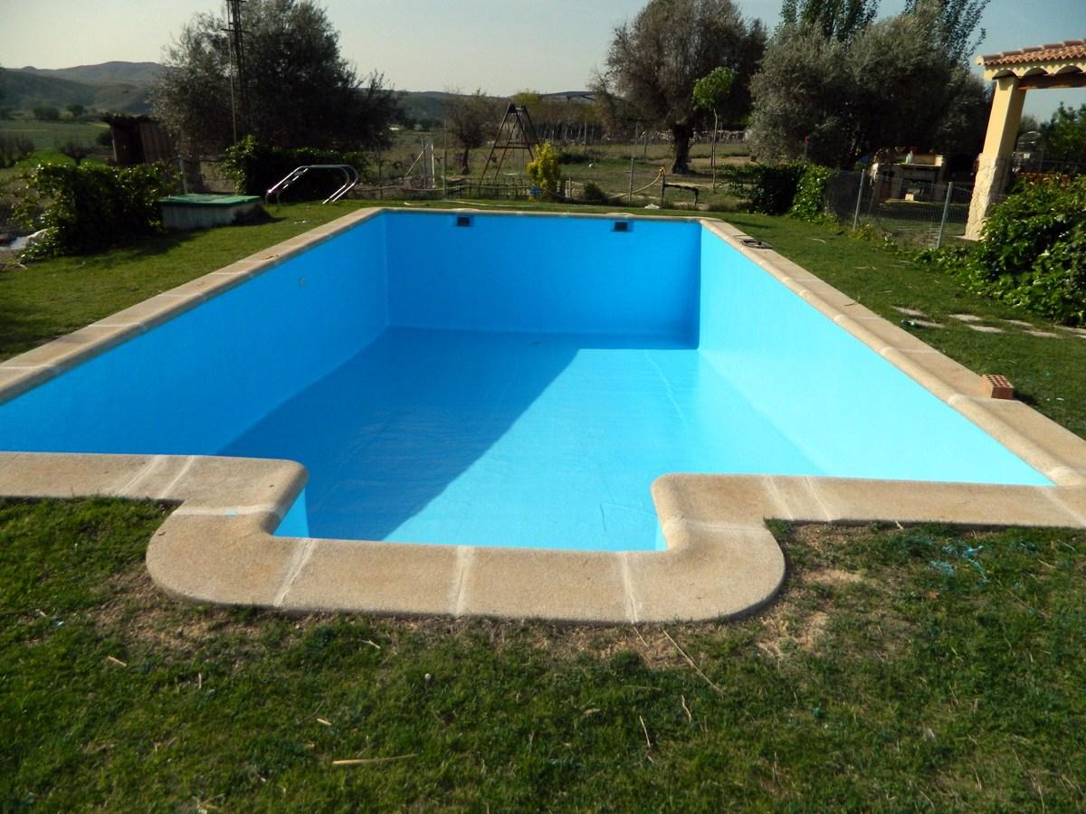 Foto saneado y pintado de piscina de reformas pintura y for Pintado de piscinas