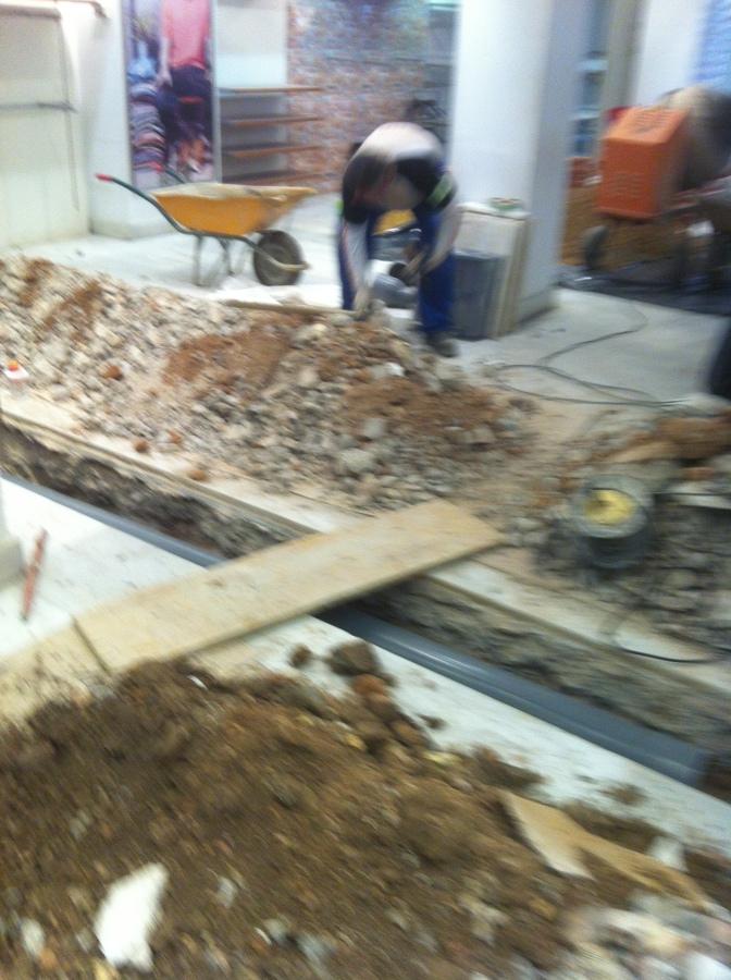 Foto saneamientos en locales de carpetrisa 527563 for Saneamientos granada