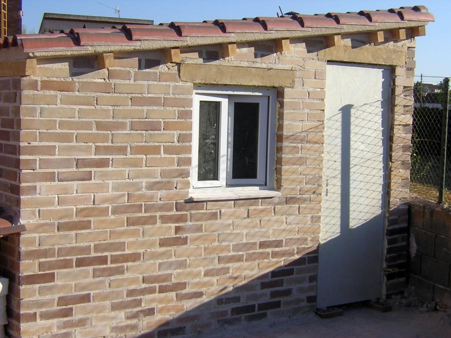 Foto santiago cristobal 2008 caseta de ladrillo visto y for Como construir una pileta de ladrillos