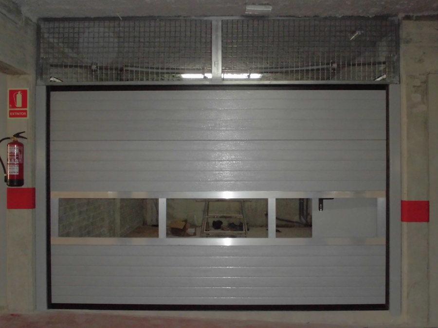 Foto seccion perfileria de aluminio de puertas maemar - Perfileria de aluminio ...