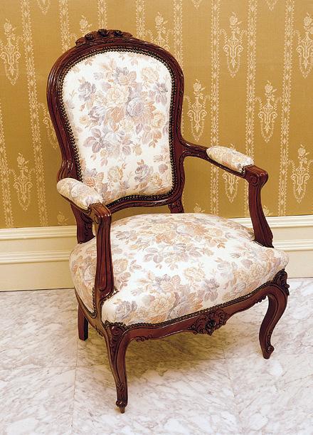 Foto silla cl sica tapizada de ebanister a arenas 245599 for Sillas tapizadas clasicas