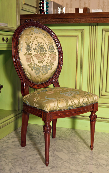 Foto silla cl sica tapizada de ebanister a arenas 245601 for Sillas de comedor clasicas tapizadas