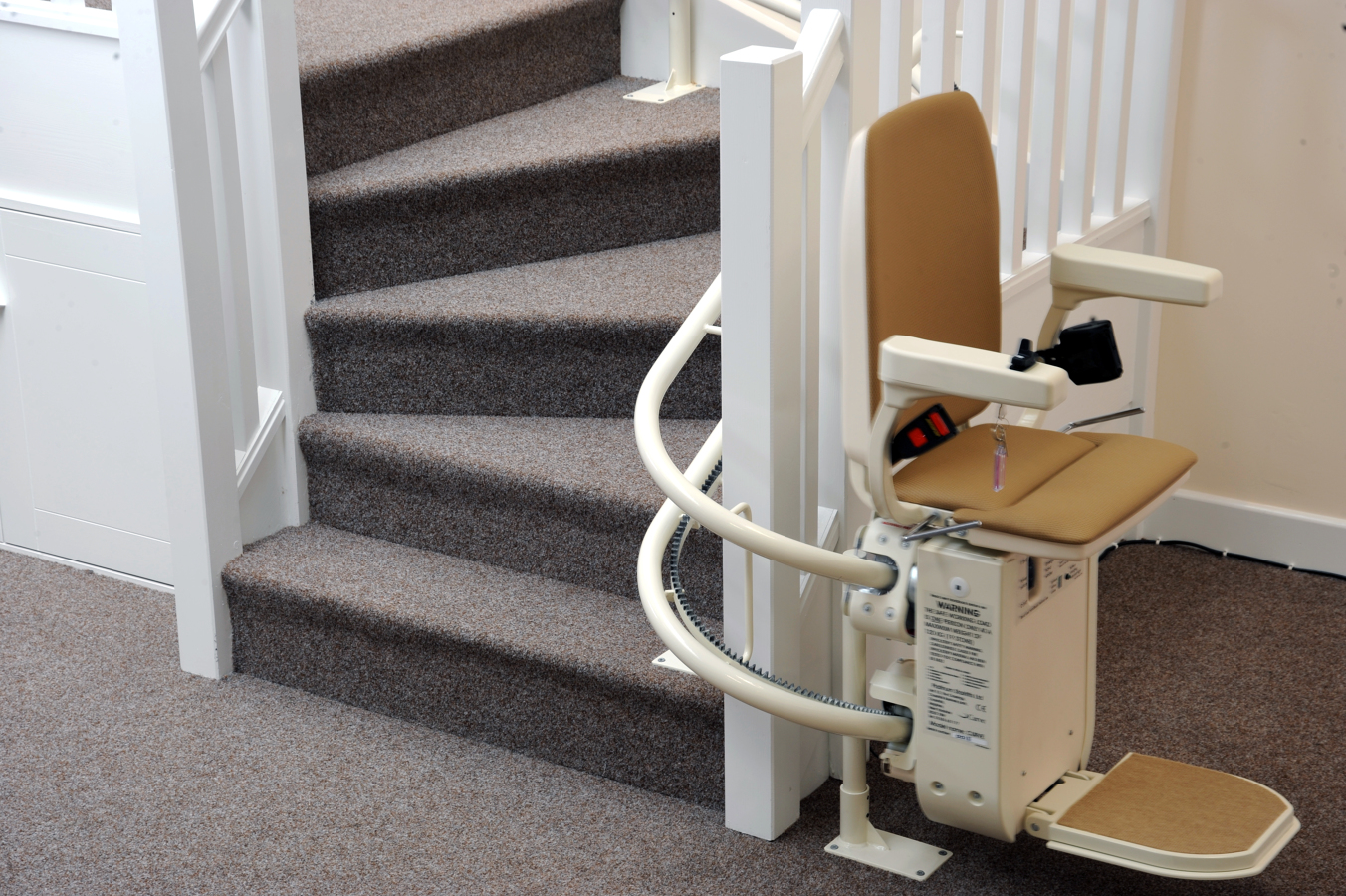 Foto silla salvaescaleras de verticala vida s l 224804 habitissimo - Silla elevadora para escaleras ...