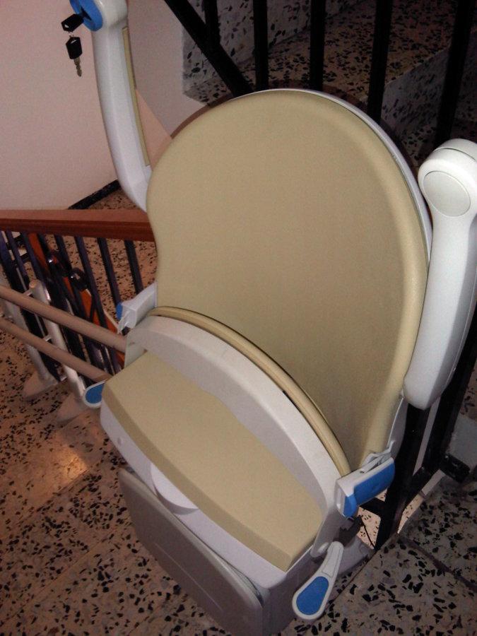 Foto silla salvaescaleras de ebasa movilidad 455586 for Silla salvaescaleras