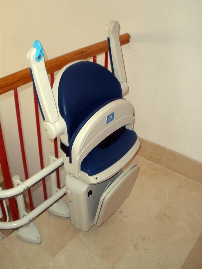 Foto silla salvaescaleras de ebasa movilidad 455594 for Silla salvaescaleras