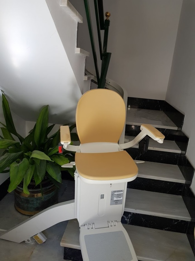 Foto silla sube escaleras de mallorca eleva 1646987 for Silla sube escaleras precio