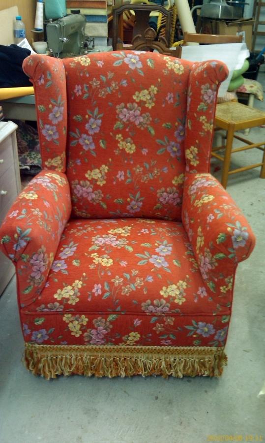 Foto sill n orejero en chinilla flores de tapicer a - Telas para tapizar sofas precios ...
