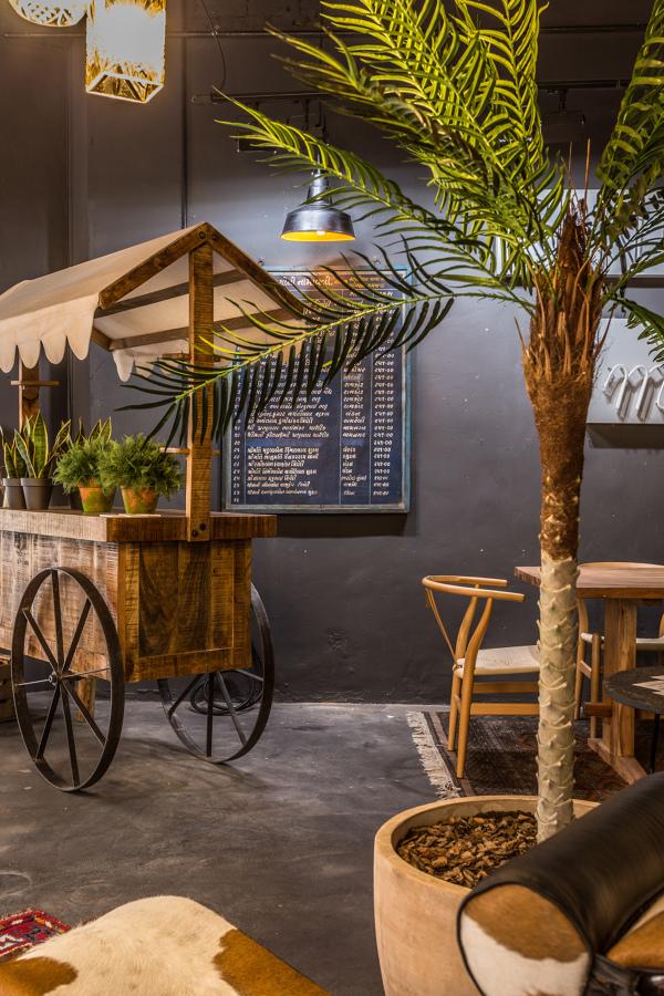 Carro Tenderete Toldo, Cartel Decorativo, silla Lyon y mesa de comedor