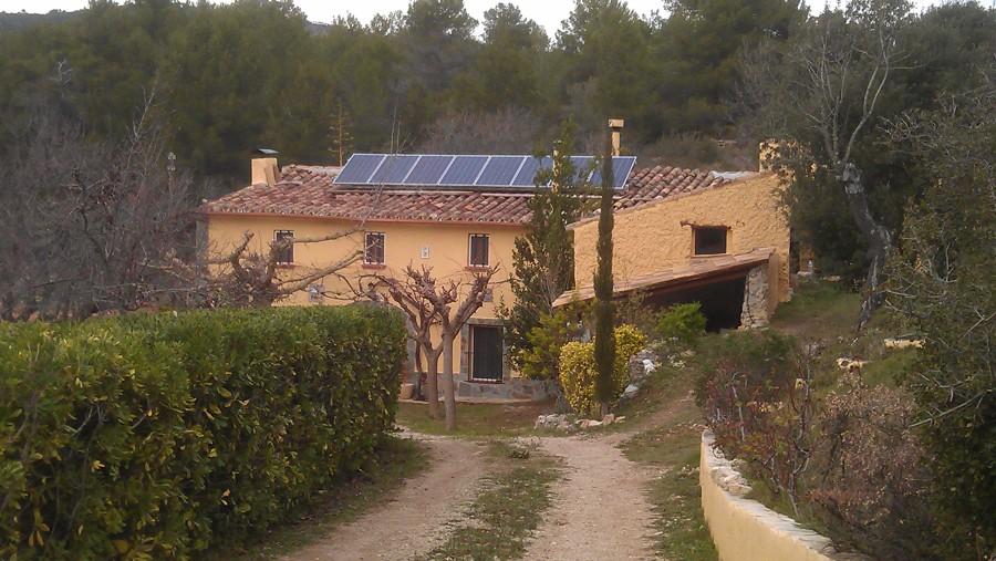 Sistema de electricidad solar para vivienda sin conexión con compañía eléctrica